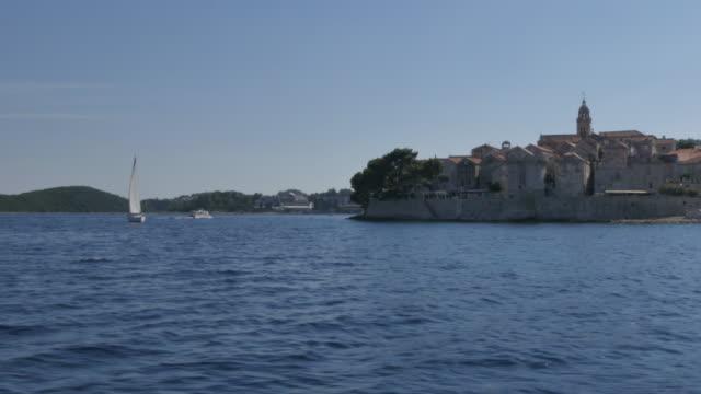 vídeos y material grabado en eventos de stock de on board boat approaching korcula, korcula island, dalmatia, croatia, europe - región de dalmacia croacia