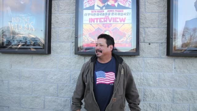 "on christmas day movie goers pose with poster outside jasper 8 theatres for ""the interview"" which sony originally pulled after north korea allegedly... - poster stock-videos und b-roll-filmmaterial"
