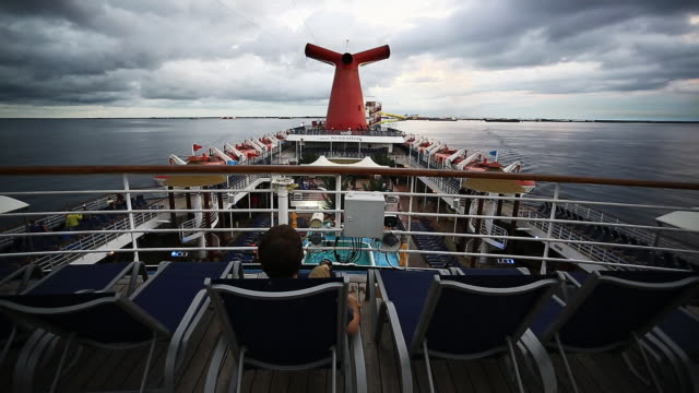 on december 5 2014 carnival cruise lines announced a series of longer length voyages for travelers in 2015 - ponte di una nave video stock e b–roll
