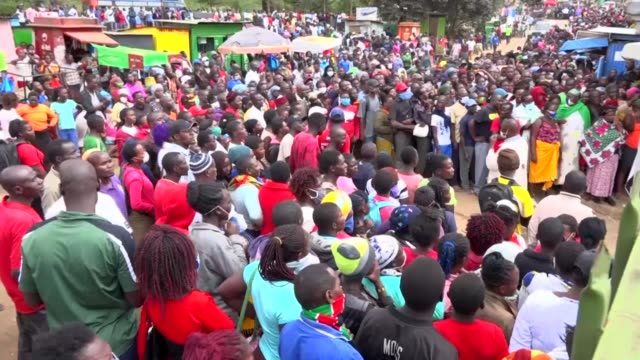 vídeos de stock e filmes b-roll de on friday in nairobi's kibera informal settlement a food aid distribution event descended into a violent stampede - confinamento
