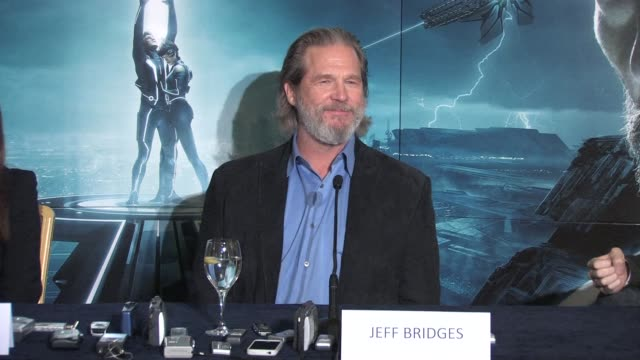 on his wife and daughter's opinions of the older/younger versions of himself in the movieat the Tron Legacy Press Conference INTERVIEW Jeff Bridges...