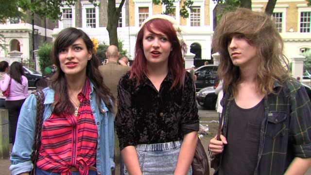on how they heard about amy winehouse's death and their reaction at the tributes to amy winehouse at camden town london. - amy winehouse stock-videos und b-roll-filmmaterial