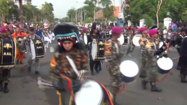 on indonesian heroes' day , indonesians commemorate the people who were martyred in surabaya war that indonesia gain its independence from holland,... - surabaya stock videos & royalty-free footage