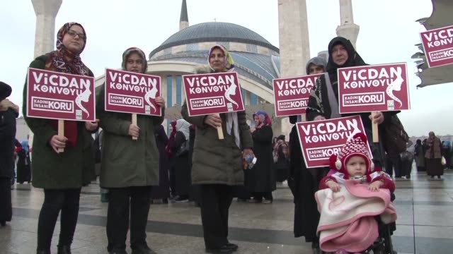 on its second day the conscience convoy a women's march that aims to draw attention to the plight of women in syria stops in ankara - ethik und moral stock-videos und b-roll-filmmaterial
