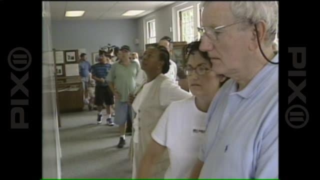 vídeos y material grabado en eventos de stock de wpix on july 16 1999 in martha's vineyard massachusetts - caroline kennedy