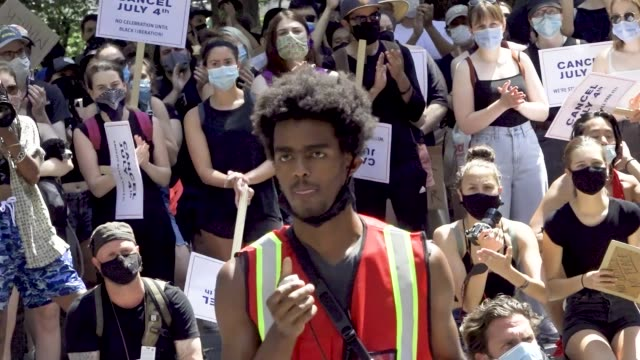 stockvideo's en b-roll-footage met on july 4 anti-4th of july activist rally at madison square park in downton manhattan. the event was organized by freedom march nyc a protest group... - non us film location