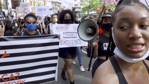 stockvideo's en b-roll-footage met on july 4 anti-4th of july activist rally at madison square park in downton manhattan. the event was organized by freedom march nyc a protest group... - chanten