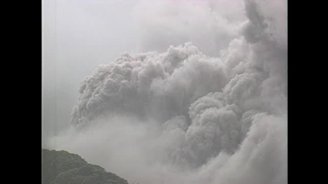 on june 3 mount unzenfugendake violently erupted with pyroclastic flows - pyroklastischer strom stock-videos und b-roll-filmmaterial