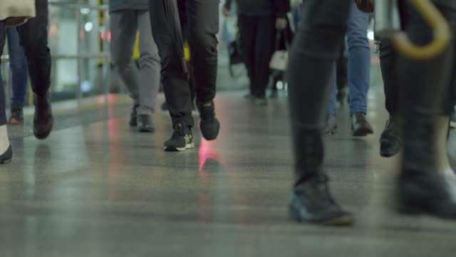stockvideo's en b-roll-footage met cu on legs of commuters in train station - routine