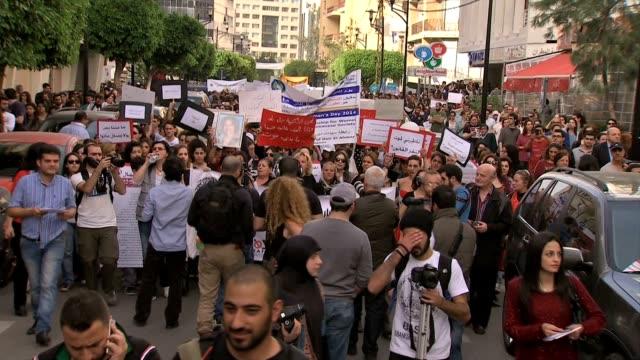 harassment on march 08 2014 in beirut lebanon - 性的嫌がらせ点の映像素材/bロール