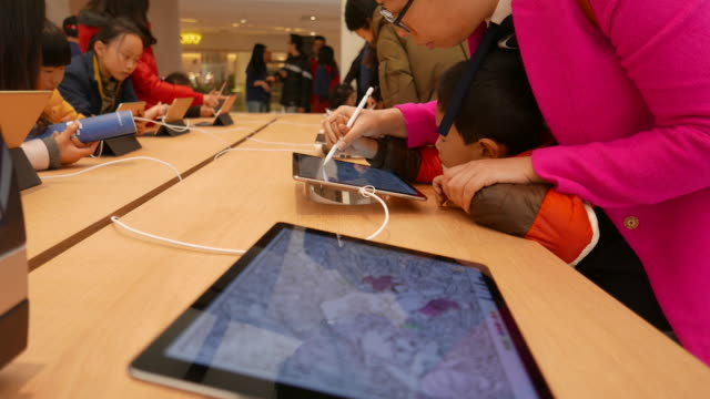 On March 25 Apple opened 3 new retail shops one located in Nanjing Jinmao Plaza which is the third Apple shop in Nanjing city