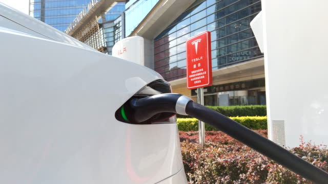 vídeos de stock, filmes e b-roll de on may15 a tesla super charging station located in beijing huamao center has been officially put into use it is equipped with 20 ground super... - carregamento eletricidade