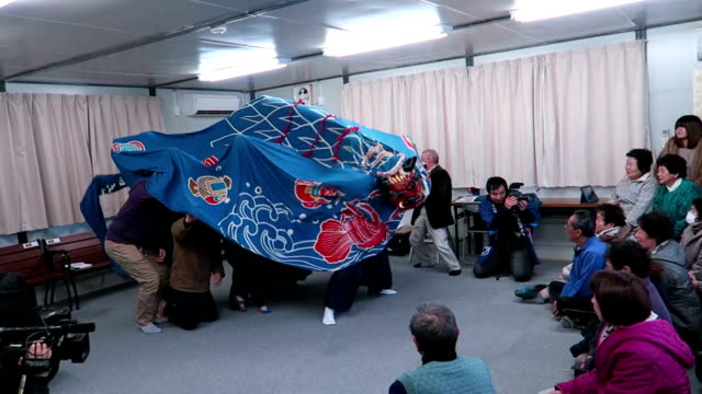 on new year's day traditional kagura sacred shinto music and lion dance briefly consoled evacuees out of home town namie where serious radioactive... - cerimonia tradizionale video stock e b–roll