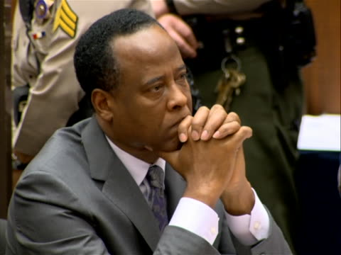 vídeos y material grabado en eventos de stock de on november 29, 2011 doctor conrad murray was sentenced to four years in prison for the death of michael jackson. on november 7, 2011 a jury reached... - crime or recreational drug or prison or legal trial