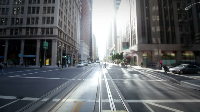 pov sul tram di san francisco - san francisco california video stock e b–roll