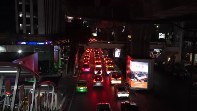 on sukhumvit road. near nana skytrain station . bangkok is one of the most polluted cities on earth; as a result of lax laws, diesel vehicles and... - carbon monoxide stock videos & royalty-free footage