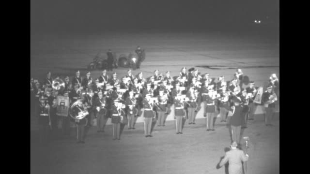 stockvideo's en b-roll-footage met on tarmac at idlewild airport us army band plays fanfare upon arrival of gen douglas macarthur / band plays as general walks by and inspects honor... - douglas macarthur