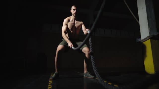 auf diesem fitness-studio-flow - halbbekleidet stock-videos und b-roll-filmmaterial