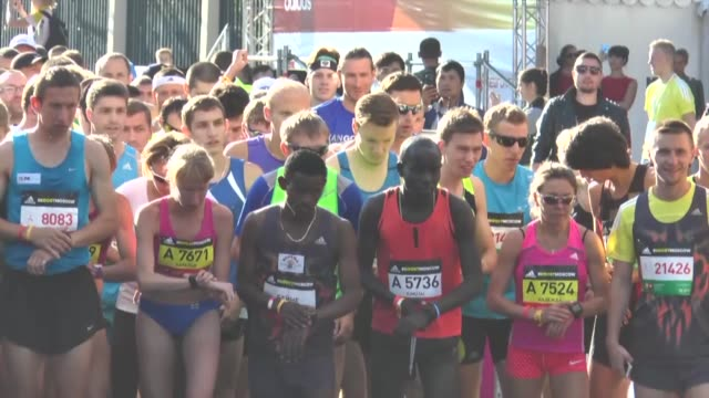 on the 20th of september people from all over the world gather in luzhniki sports complex to kick off the marathon of the country in moscow, russia.... - 参加者点の映像素材/bロール