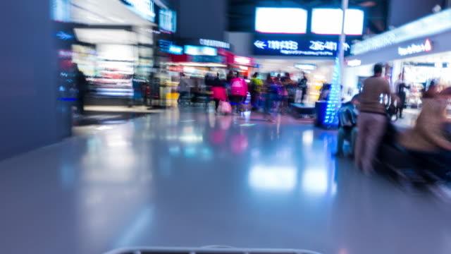 Zeitraffer: Auf dem Flughafen