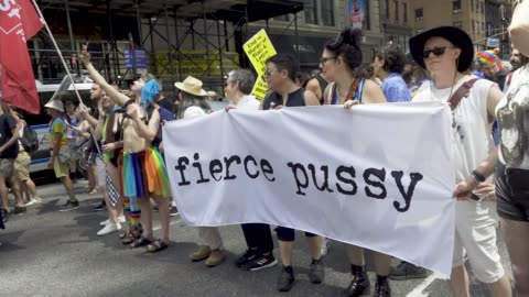 stockvideo's en b-roll-footage met on the day of the world gay pride nyc parade a large group of demonstrators decided not to participate in the 2019 gay pride nyc parade. the group... - optocht