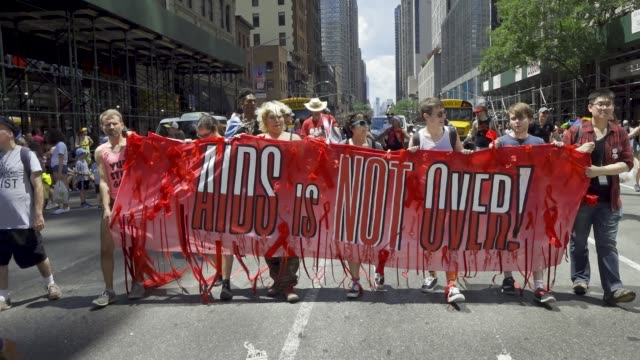 vídeos y material grabado en eventos de stock de on the day of the world gay pride nyc parade a large group of demonstrators decided not to participate in the 2019 gay pride nyc parade the group... - vih