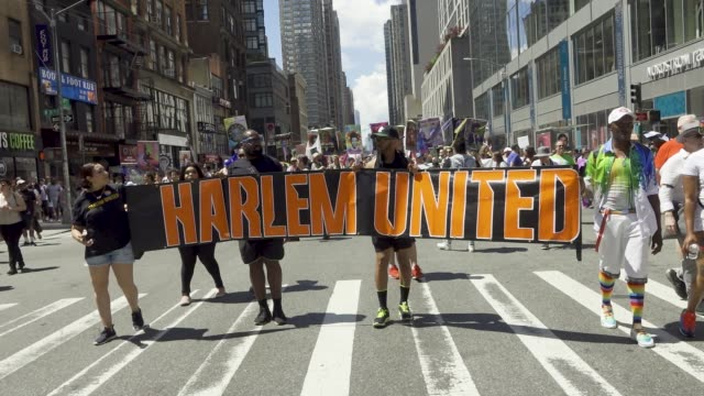 vídeos y material grabado en eventos de stock de on the day of the world gay pride nyc parade a large group of demonstrators decided not to participate in the 2019 gay pride nyc parade the group... - activista