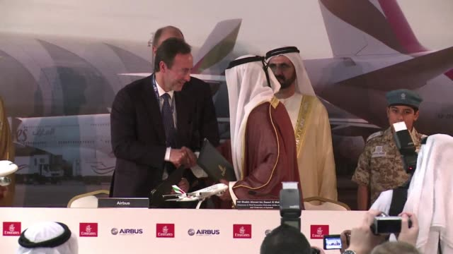 stockvideo's en b-roll-footage met on the day the dubai airshow takes off emirates airlines chief executive officer sheikh ahmed bin saeed al maktoum announces the company will... - merknaam