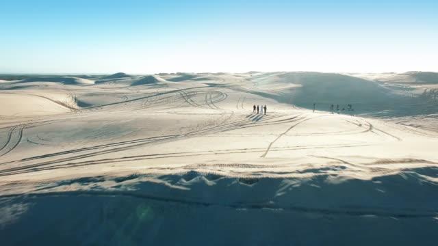 på öken affärsföretag av en livstid - namibian desert bildbanksvideor och videomaterial från bakom kulisserna