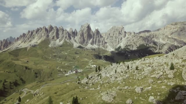 on the dolomites: drone aerial view - langkofel stock videos & royalty-free footage