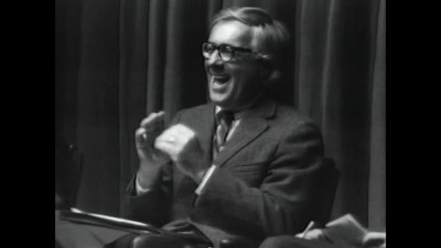 / on the eve of mariner 9 going into orbit at mars, ray bradbury takes part in a symposium discussion at caltech with arthur c clarke, journalist... - カリフォルニア州 パサデナ点の映像素材/bロール