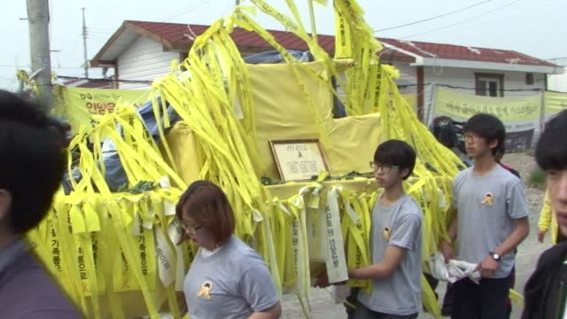 on the eve of the one year anniversary of south korea's sewol ferry disaster a memorial service is held to urge the government to salvage the sunken... - fordern stock-videos und b-roll-filmmaterial