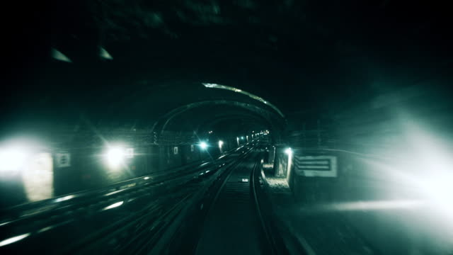 on the metro - 地下鉄電車点の映像素材/bロール