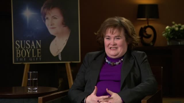 vídeos de stock, filmes e b-roll de on the mix of songs on her album the gift interview susan boyle on november 09 2010 in london england - título de álbum