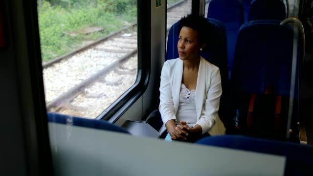 in movimento - treno passeggeri video stock e b–roll