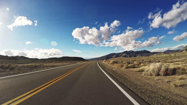 unterwegs in nevada - land stock-videos und b-roll-filmmaterial