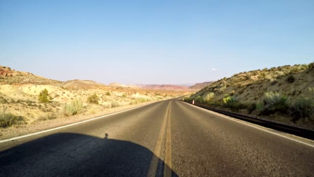 on the road in the arches national park - altopiano video stock e b–roll