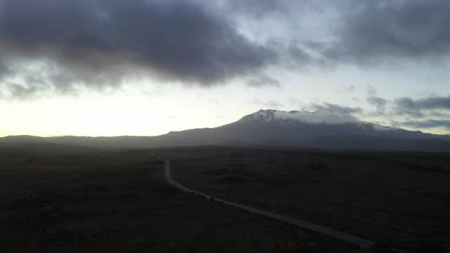 vidéos et rushes de sur la route du mont ruapehu à l'aube, parc national, nouvelle-zélande - 2 - nouvelle zélande
