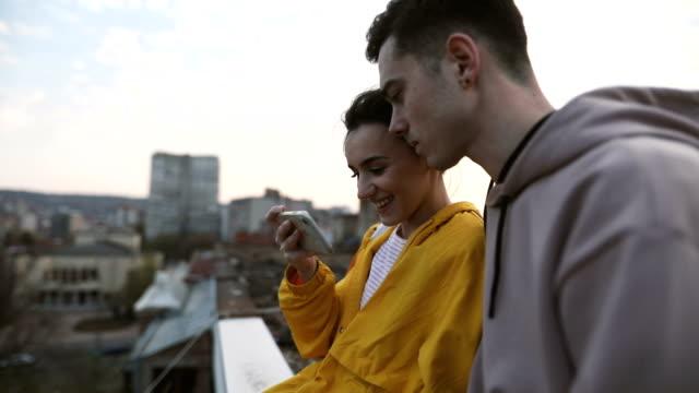 vidéos et rushes de sur le toit - serbie