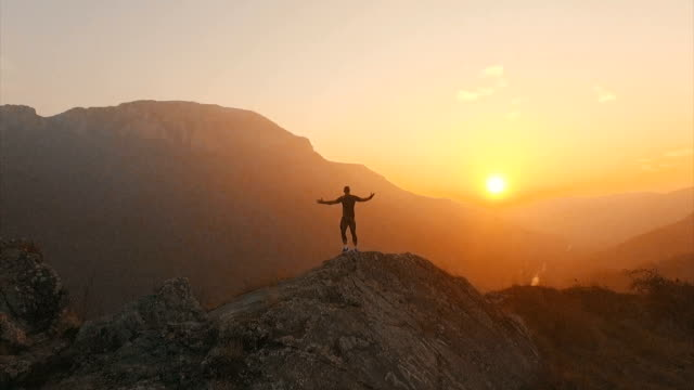 on top of the world  - motivation stock-videos und b-roll-filmmaterial