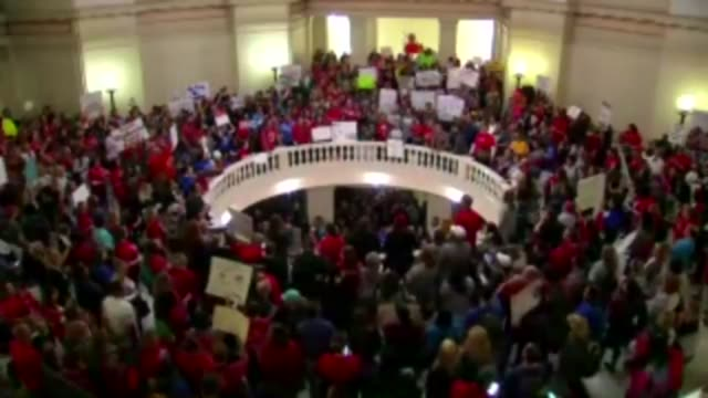 on tuesday teachers descended on the capitol for a second day of protests over education funding protestors filled the capitol rotunda forcing the... - オクラホマ州点の映像素材/bロール