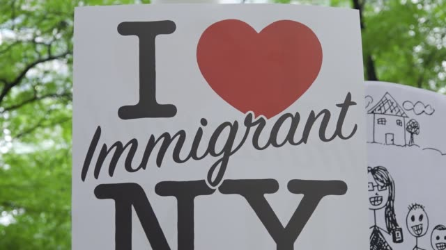 on wednesday june 20, 2018 president donald trump singed an executive order ending his policy of separating families at the border #worldrefugeeday .... - dag 1 bildbanksvideor och videomaterial från bakom kulisserna