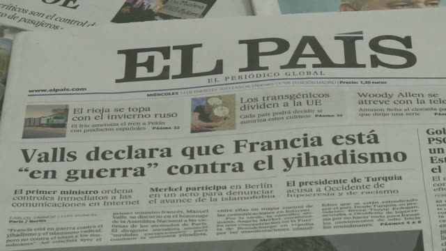 stockvideo's en b-roll-footage met on wednesday, spanish newspaper el pais paid tribute in its pages to charlie hebdo, a week after the attacks against the french satire magazine in... - satire