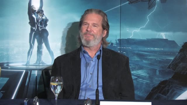 on what he would say to himself if he had met himself 25 years ago at the Tron Legacy Press Conference INTERVIEW Jeff Bridges at Claridges Hotel on...