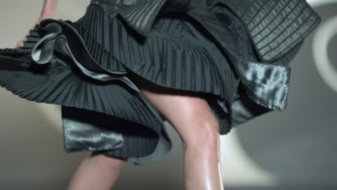 vídeos y material grabado en eventos de stock de on woman's legs as she is in forward motion wearing black aikido fashion styled dress. - diseño temas