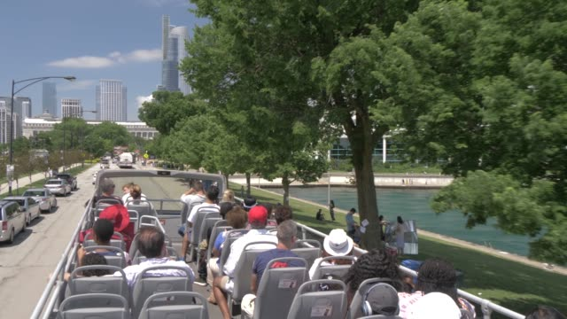 onboard open top bus shot of city streets of chicago including shedd aquarium, chicago, illinois, united states of america, north america - shedd aquarium stock videos & royalty-free footage
