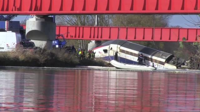 a once aumento el numero de muertes por el descarrilamiento de un tren de alta velocidad que realizaba una prueba de vias en el este de francia - numero stock videos & royalty-free footage