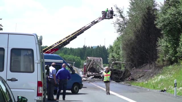Once cuerpos fueron hallados en la carcasa del autocar calcinado que el lunes sufrio un accidente en el sur de Alemania y los equipos de rescate...