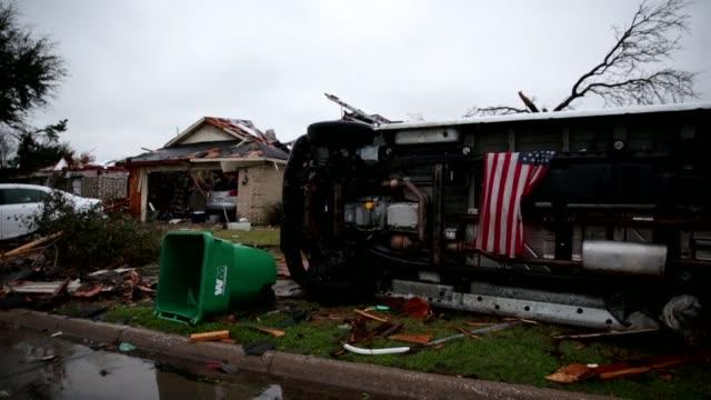 vídeos y material grabado en eventos de stock de once personas murieron ante el paso de devastadores tornados que dejaron una estela de años el fin de semana en la region de texas - ee.uu
