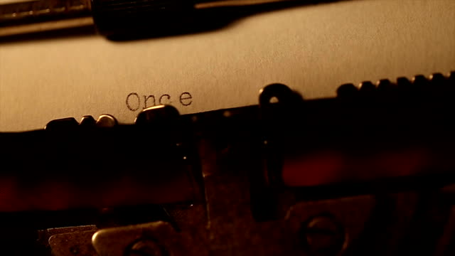 'Érase una vez' escribir utilizando una vieja máquina de escribir